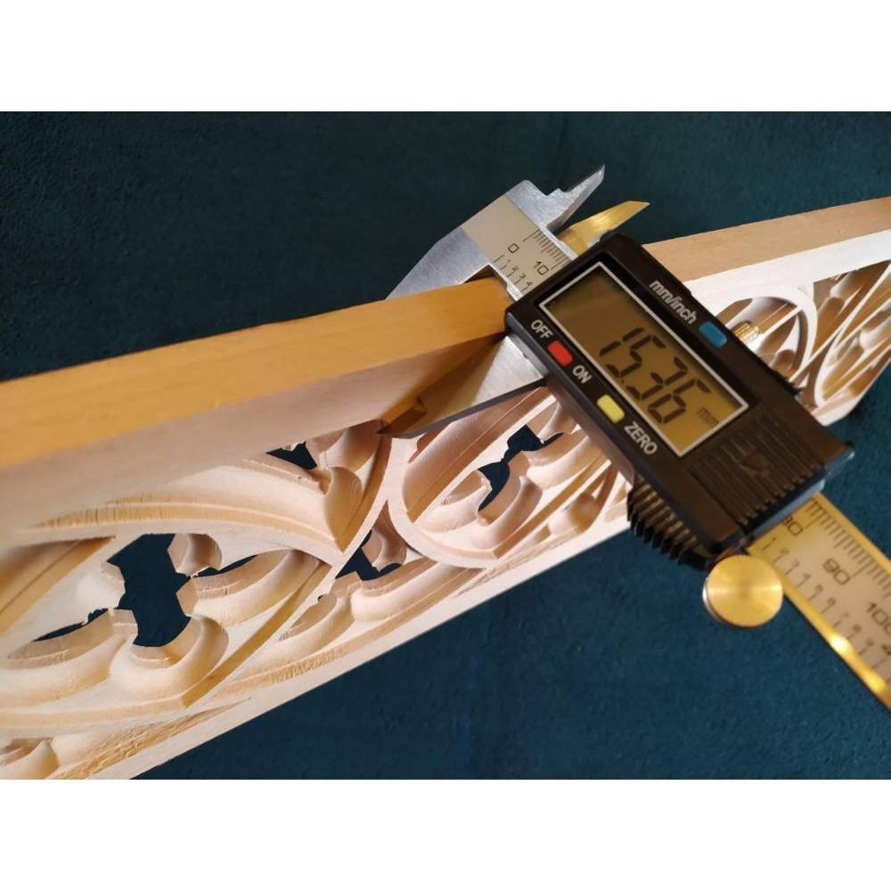 Vyřezávané dřevěné ornamenty
