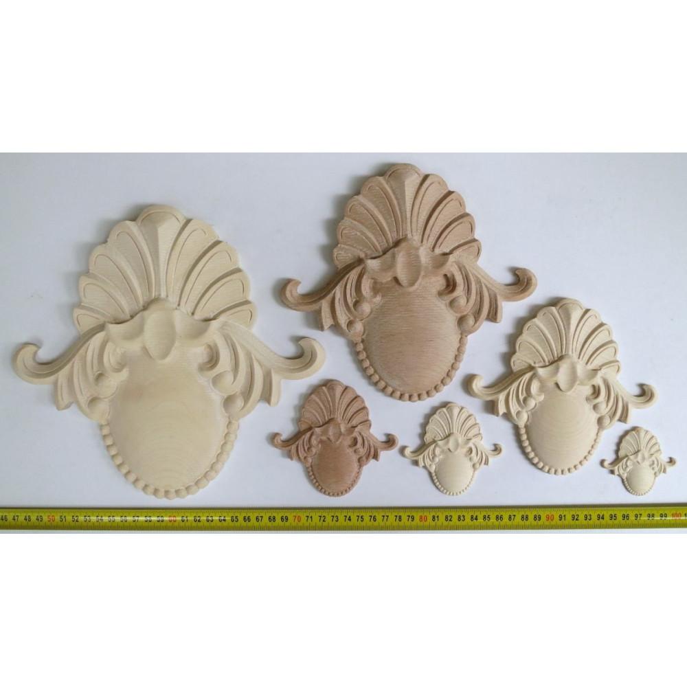 Dřevěný ornament s motivem květinové koše