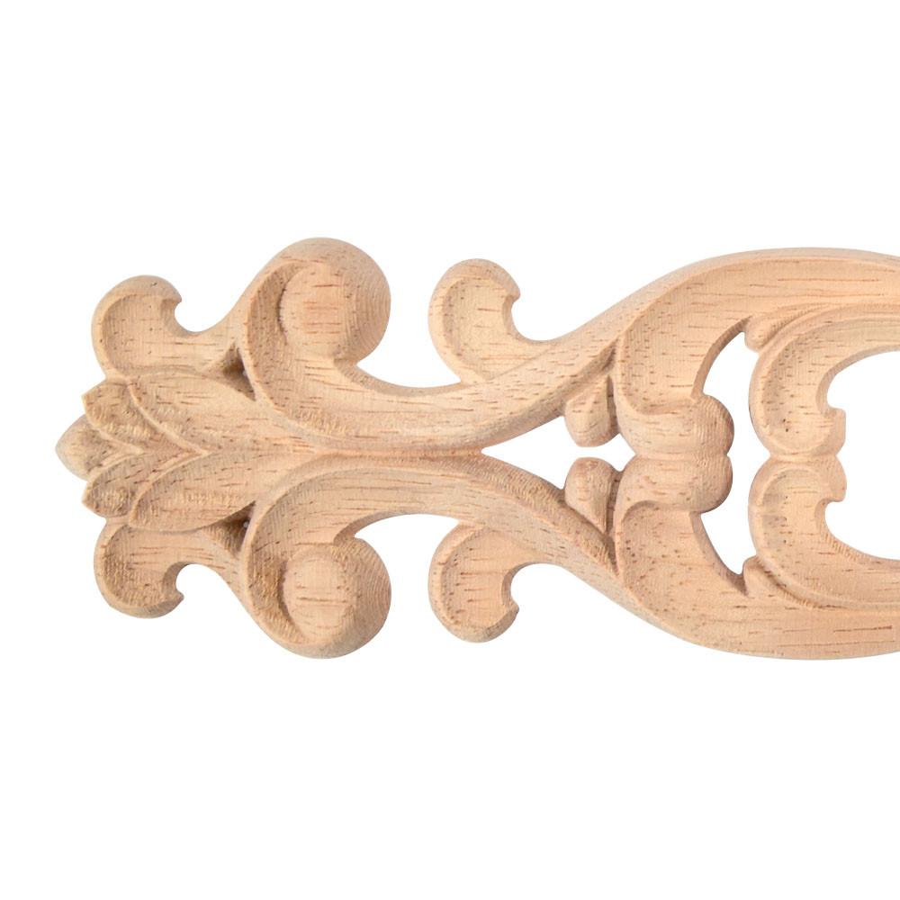 Ohnutá dřevěná noha nábytku