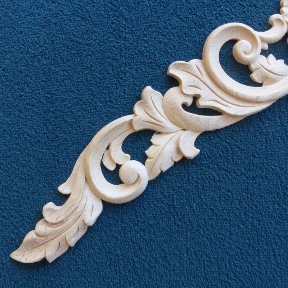 Dřevěná noha nábytku s ozdobou
