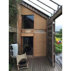 Dřevěný ornament - ukončovací prvek s motivem listí