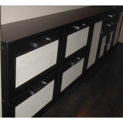 Vyřezávaný dřevěný ornament s motivy hroznů
